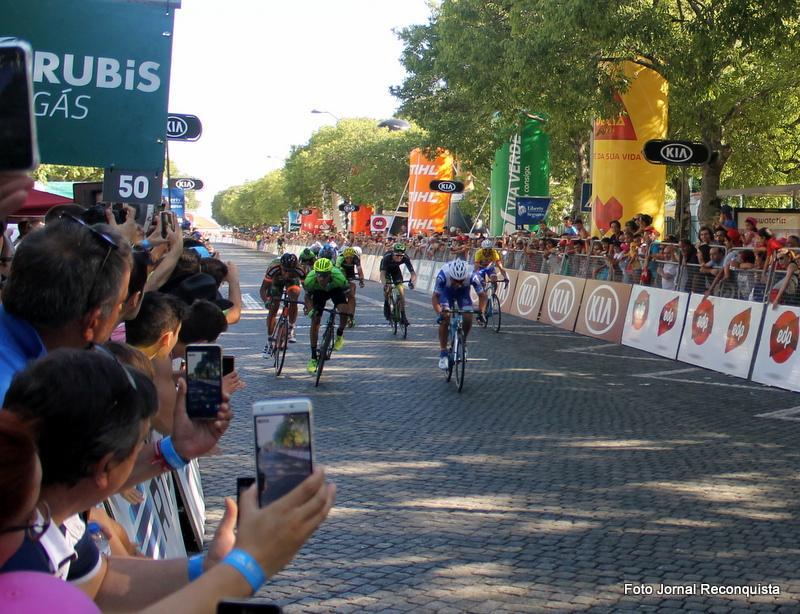 Volta a Portugal. Samuel Caldeira vence ao sprint em Castelo Branco