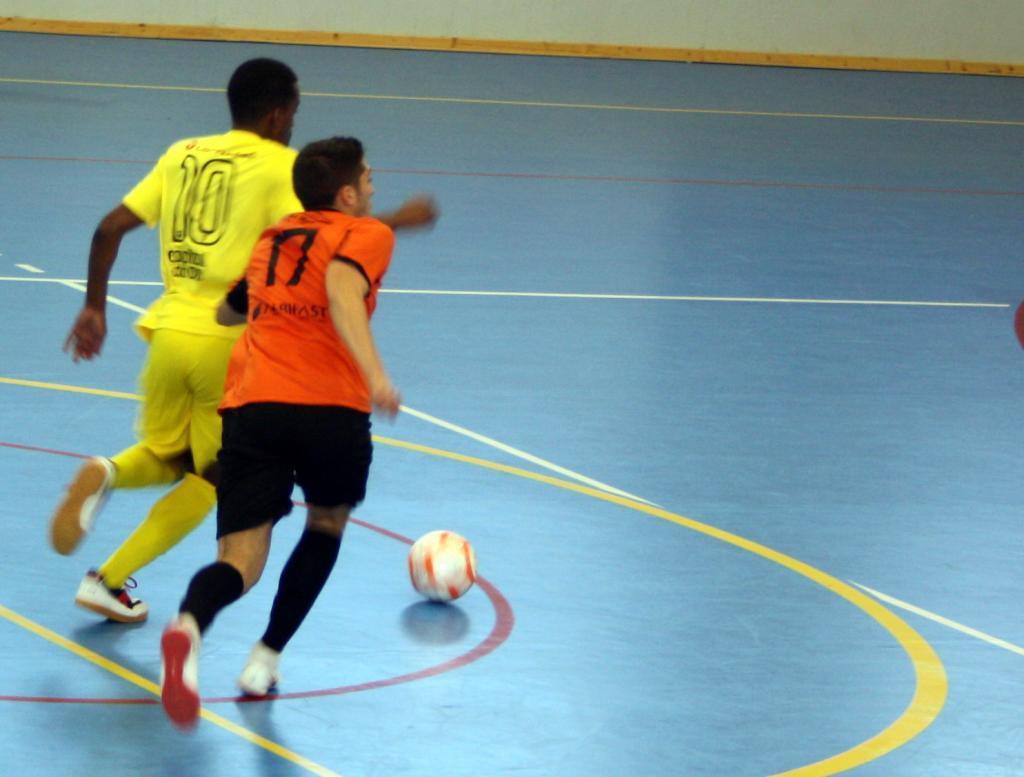 Futsal  Dérbi de encher o pavilhão na Boa Esperança  6fc2dfc4bd4c9